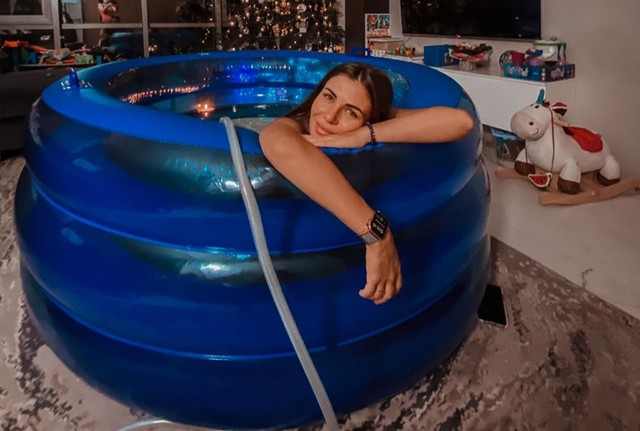 Блогер София Стужук сняла на камеру собственные роды в воде (4 фото + видео)
