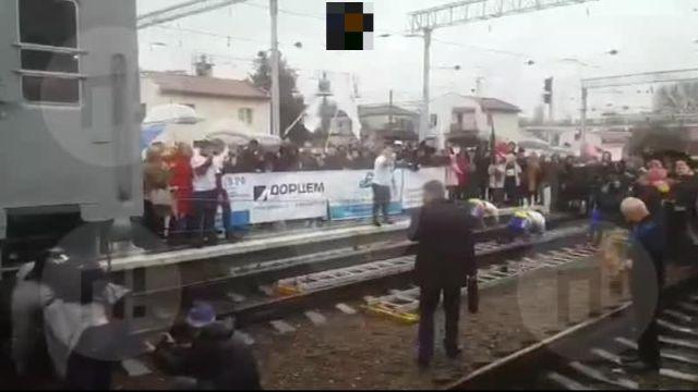Веселье и конкурсы силачей: первый поезд из Москвы прибыл в Симферополь