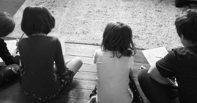 Гениальный лайфхак: как присмотреть за детьми и выспаться
