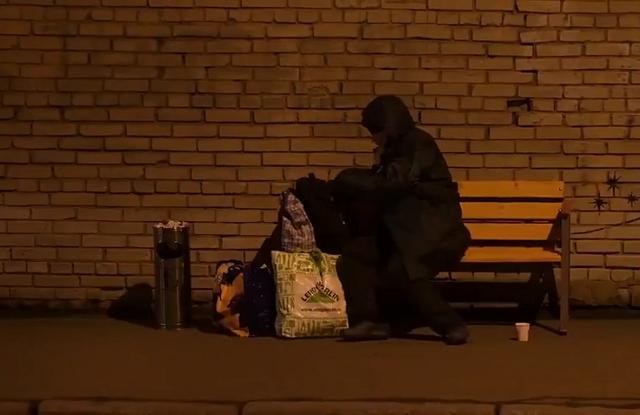 """Питерская арт-группа """"Явь"""" сделала свою версию рождественского граффити от Banksy"""