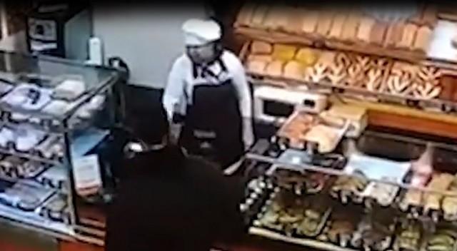 Пекарь приструнила грабителя особым способом