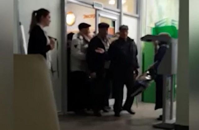 Пенсионеры Владикавказа штурмом взяли Сбербанк