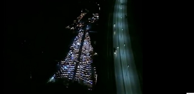 В Санкт- Петербурге 527 машин создали новогоднее настроение