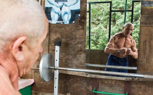 Виктор Фросинский - 70-летний бодибилдер из Пинска (7 фото + видео)