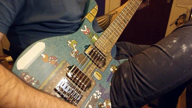 Парень из Глазго сделал гитару из 10 тысяч палочек для леденцов (14 фото + видео)