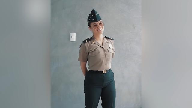 Девушка-полицейский решила поучаствовать в челлендже в соцсети и теперь ее собираются уволить (15 фото + видео)