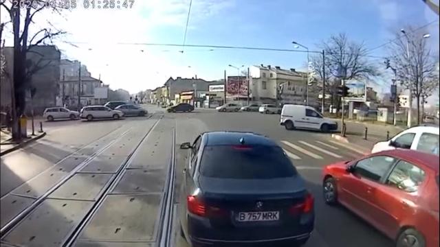 Не злите румынского водителя трамвая
