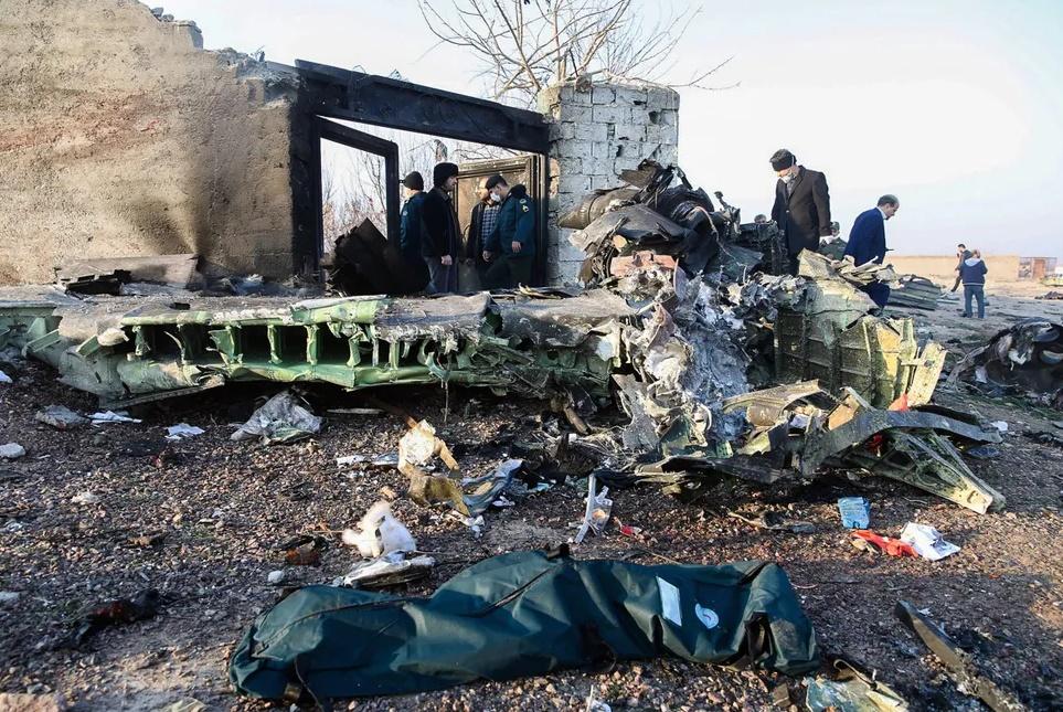 В Иране разбился украинский Boeing 737 (10 фото + видео)