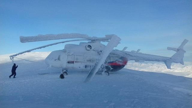На Камчатке вертолет полностью обледенел из-за холода
