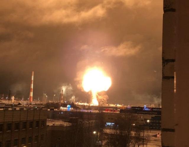 """На нефтеперерабатывающем заводе """"Лукойла"""" в Ухте произошел взрыв (2 фото + 2 видео)"""