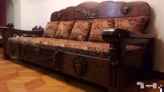 Мужчина из Волгограда продает диван по невероятной цене (5 фото)