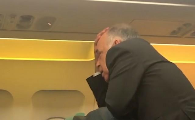 Пилот рейса Баку — Москва увидел знакомого и бросил штурвал самолета
