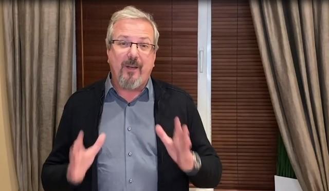 Ведущий «Сам себе режиссер» объявил о закрытии программы
