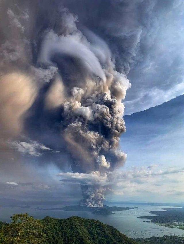 Извержение вулкана Тааль на Филиппинах (9 фото + видео)