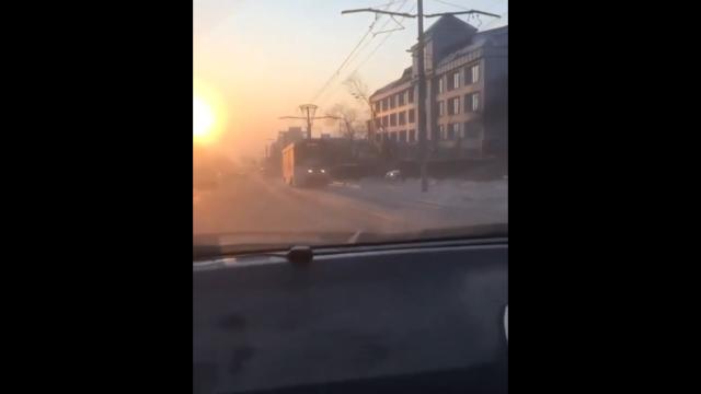 В Улан-Удэ свадебный кортеж решил полихачить на дорогах (3 видео)