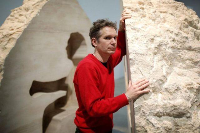 Все ради искусства: художник Абрахам Пуаншеваль замурует себя в камне на 8 дней (9 фото)