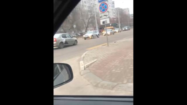Интересный эпизод из Белгорода: парень прокатился на капоте такси