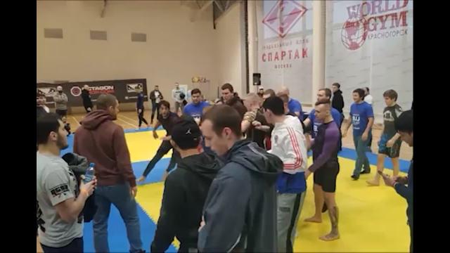 Борцы устроили массовую драку на турнире по джиу-джитсу в Подмосковье