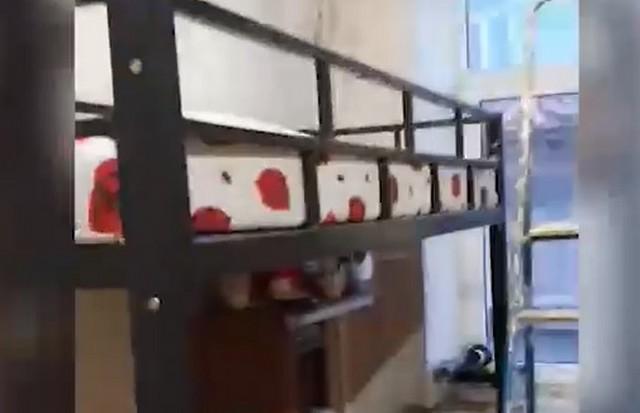 В центре Петербурга на детскую кровать обрушился потолок