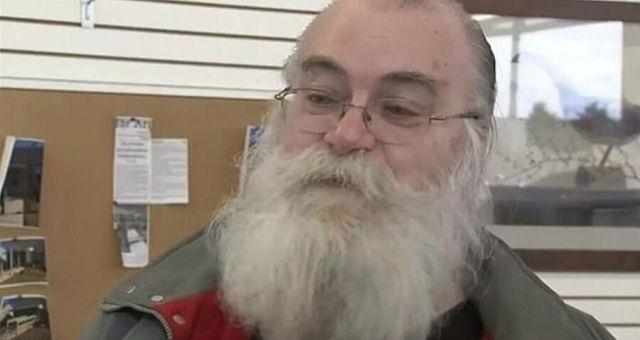 Мужчина из Мичигана купил подержанный диван с очень дорогим сюрпризом (2 фото)