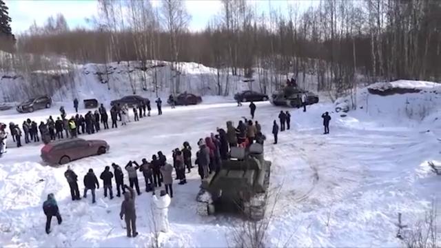 """""""Не зря мы победили в этой войне"""": Т-34 против Mercedes-Benz (2 скриншота + 2 видео)"""