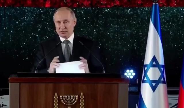 Владимир Путин не сдержал эмоций во время открытия монумента «Свеча памяти»