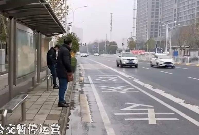 """""""Закрытый"""" Ухань: местные жители показали, что происходит в городе (31 фото + 6 видео)"""