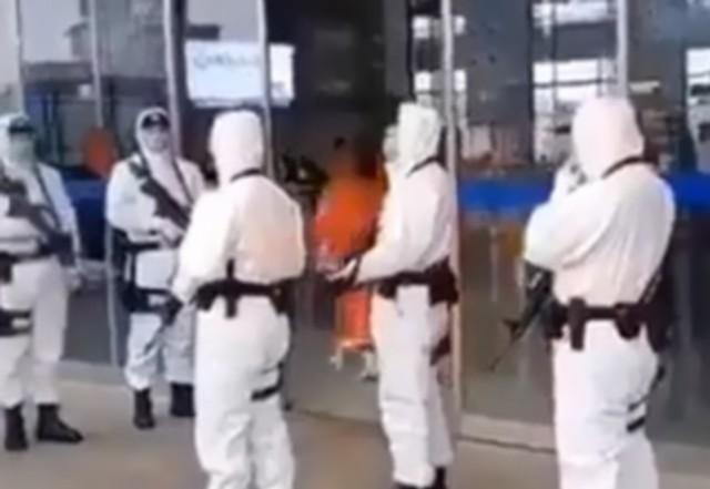 В китайский Ухань пришла военная техника (3 видео)