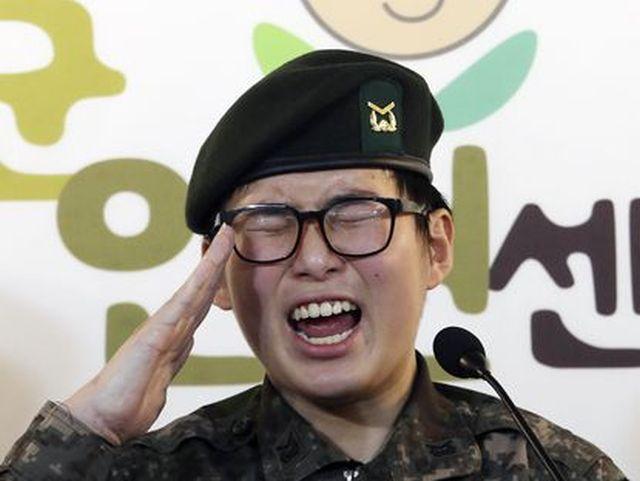 Как изменилась жизнь молодого южнокорейского солдата, после поездки в Таиланд (3 фото)