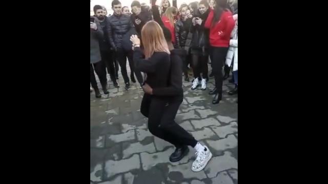 Темнокожему студенту из Владикавказа пришлось приносить извинения за танец с девушкой (2 видео)