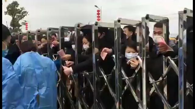 Очереди за защитными масками в Китае