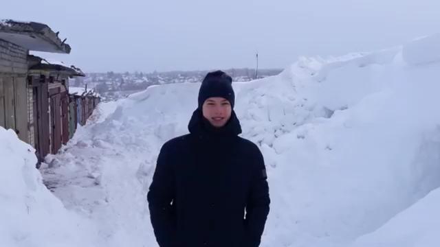 Чтобы добраться до гаража, парням пришлось выкопать 7-метровый туннель в снегу