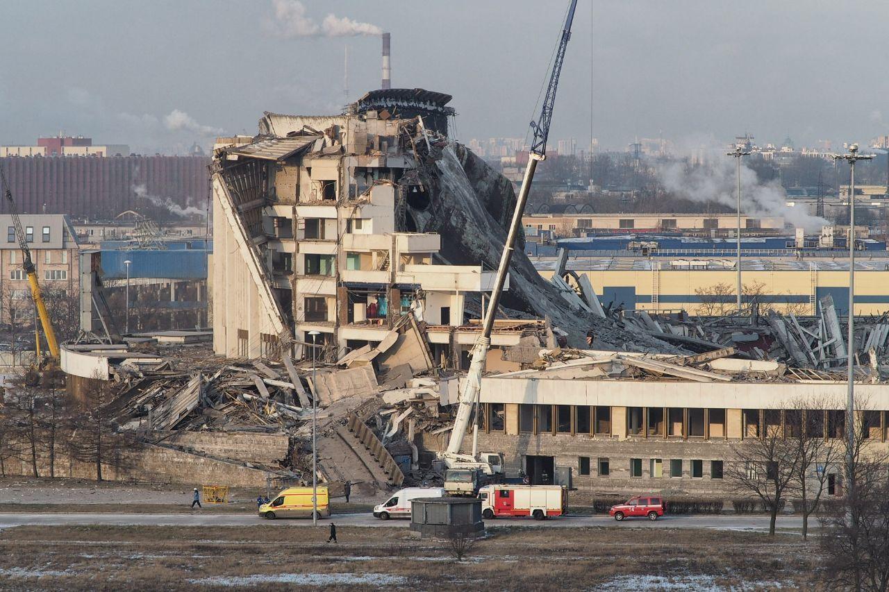 В Петербурге рухнула крыша СКК – под завалами ищут рабочих (4 фото + видео)