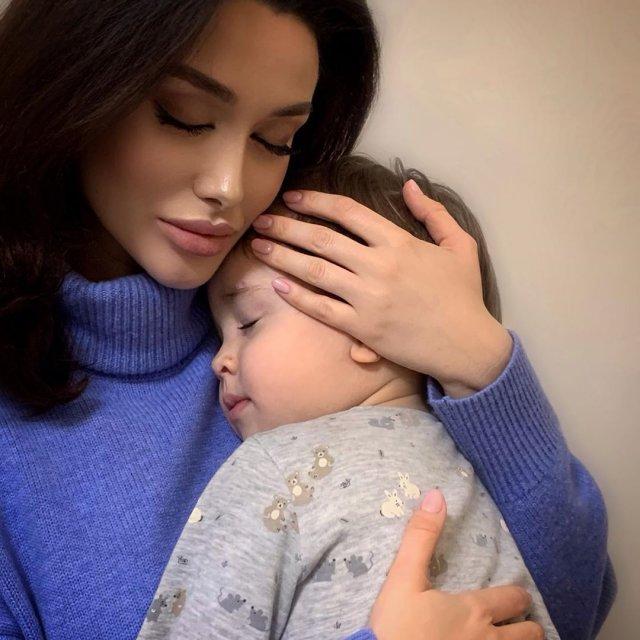 Алина Царахова - двойник Анджелины Джоли из Северной Осетии (13 фото)