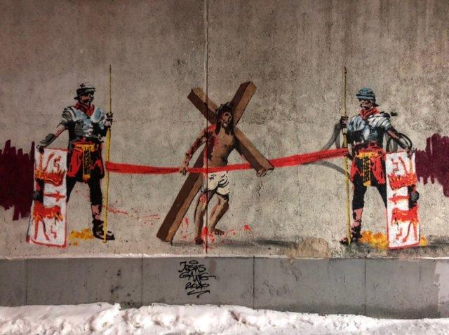 Новое скандальное граффити в Екатеринбурге от команды Покраса Лампаса (2 фото)