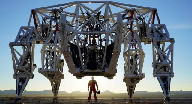 Канадская компания создала самый большой в мире экзоскелет (3 фото + видео)