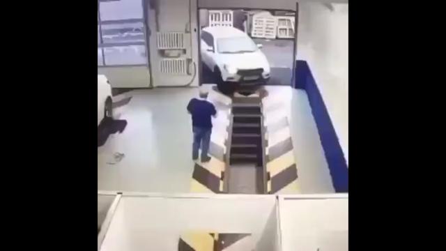 Автоледи приехала на сервис