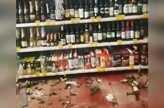 Сотрудники магазина связали пьяного дебошира