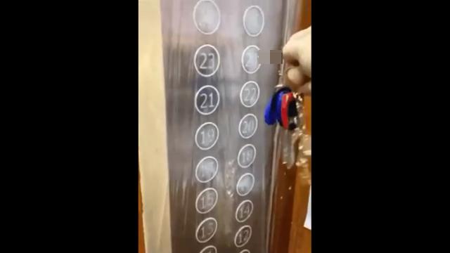 Как китайцы защищаются от коронавируса в лифтах