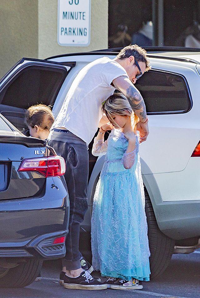Маленькая принцесса с небольшим подвохом (4 фото)
