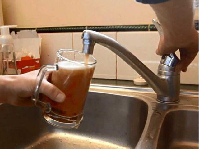 В Индии из водопроводных кранов течет спиртное