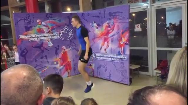 Парень из Астрахани установил рекорд России по тройным прыжкам на скакалке