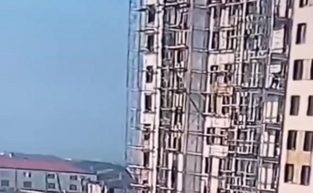 В Дербенте двое рабочих рухнули с высоты 9 этажа