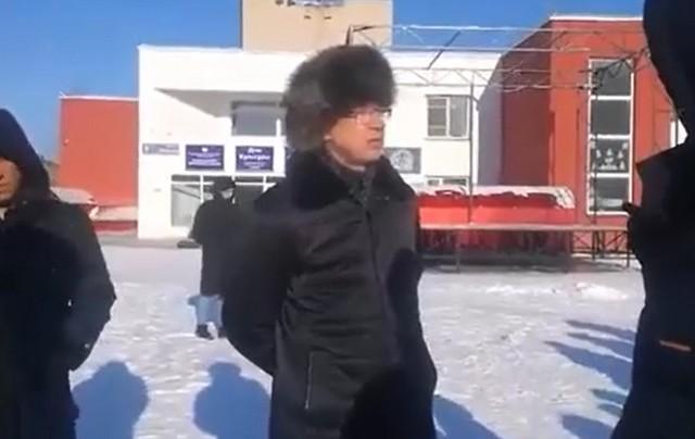В Челябинске попытались открыть карантинный центр для больных коронавирусом, но жители не позволили это сделать (3 видео)