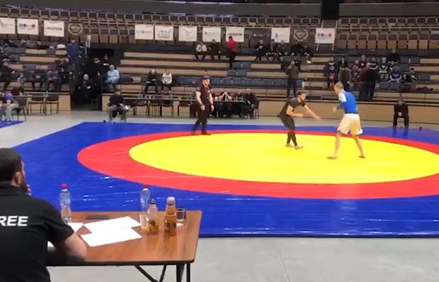 В Санкт-Петербурге на турнире по вольной борьбе спортсмен сломал шею