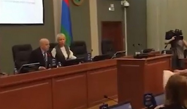 Карельский подполковник ФСБ в отставке Сергей Андруневич подарил депутатам туалетную бумагу
