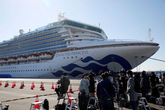C круизного лайнера Diamond Princes в Японии начали эвакуировать людей