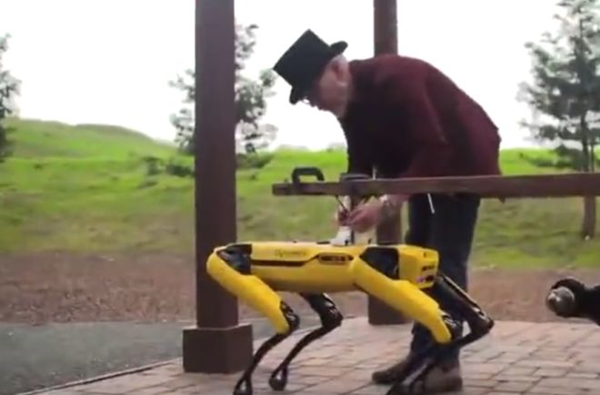 Адам Севидж и робот