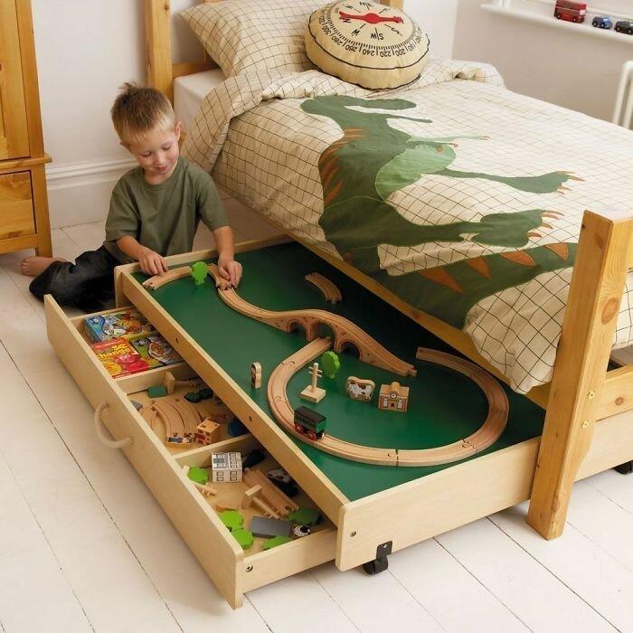 игровая зона под кроватью