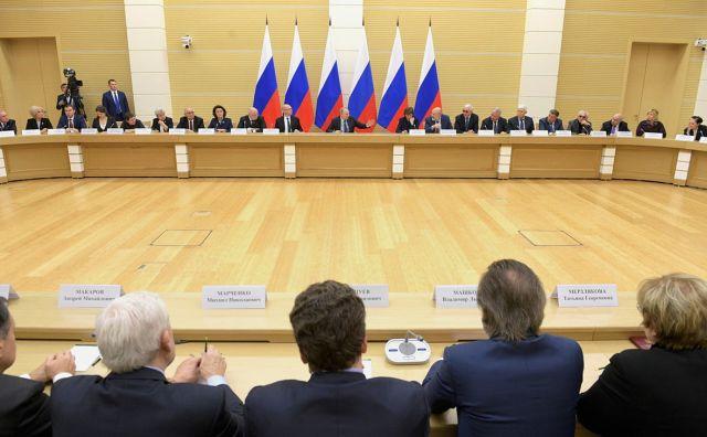 Владимир Путин на обсуждении поправок в Конституцию России